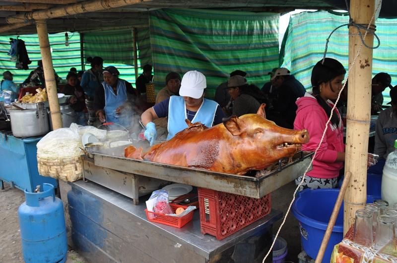 Helstægt svin på Otavalo marked