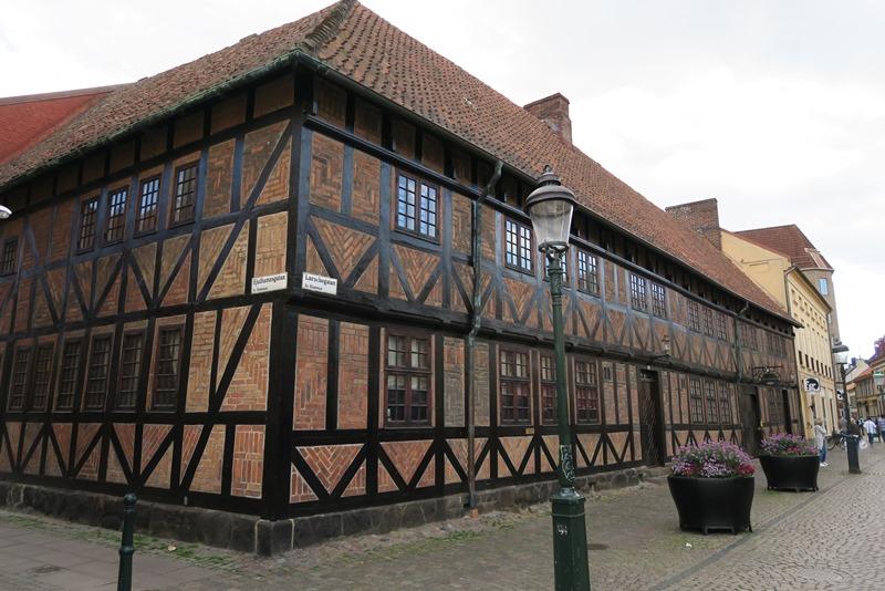 Gammelt hus på torvet i Malmø