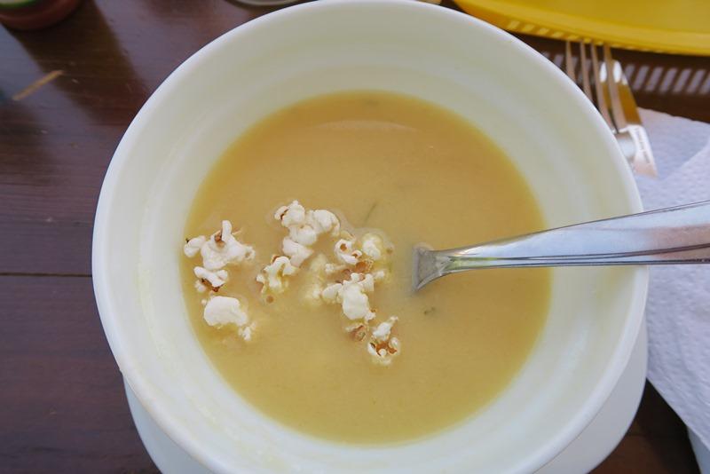 Suppe med popkorn