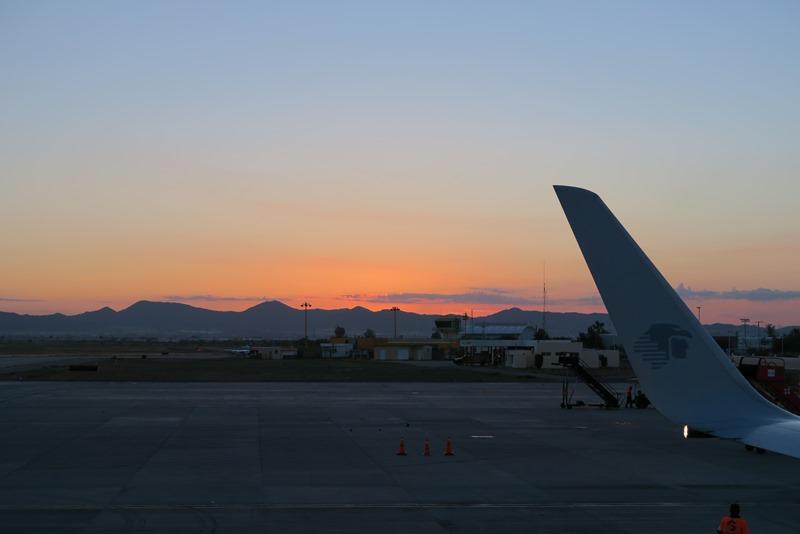 Solopgang i lufthavnen i Hermosillo