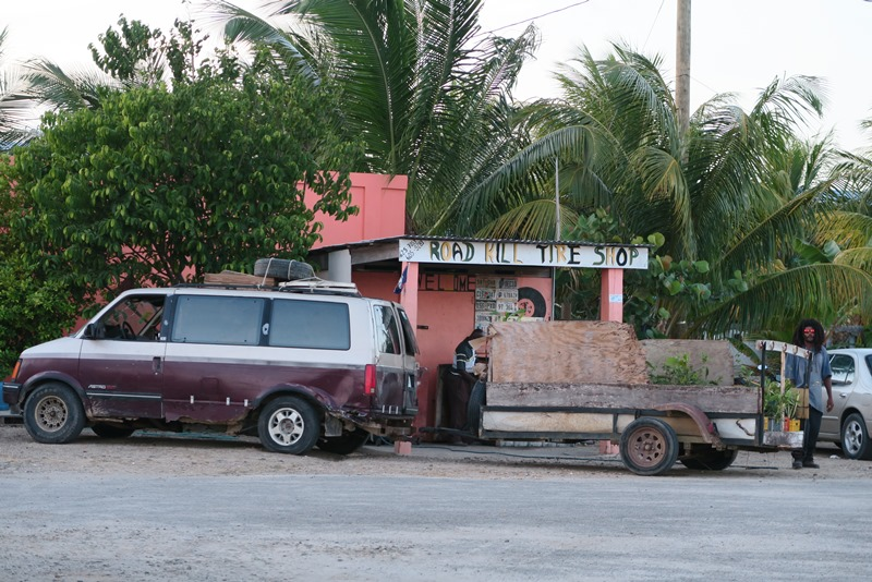 Road Kill Tire Shop i Belize