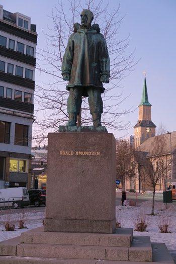 Statue af Roald Amundsen i Tromsø