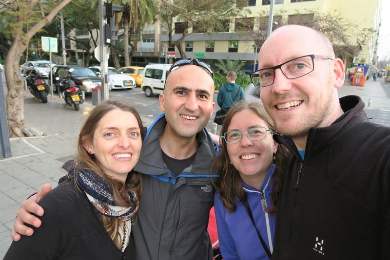 Two Danes On Tour med venner i Tel Aviv