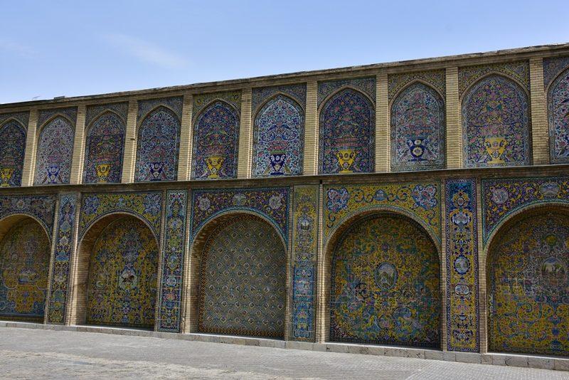 Flisebelagt mur i Golestan Palace, Teheran