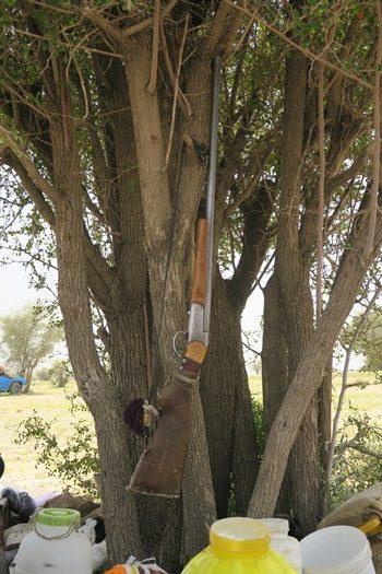 Geværet hænger klar hos nomader i Iran