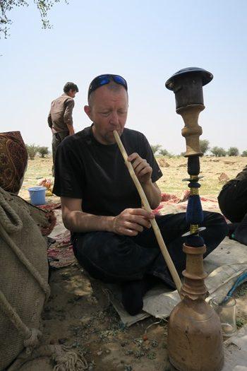 Vi bydes på vandpibe hos nomader i Iran