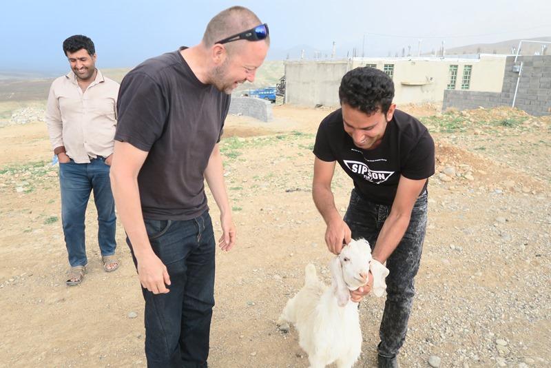 Martin fik et får af en ny ven vi mødte