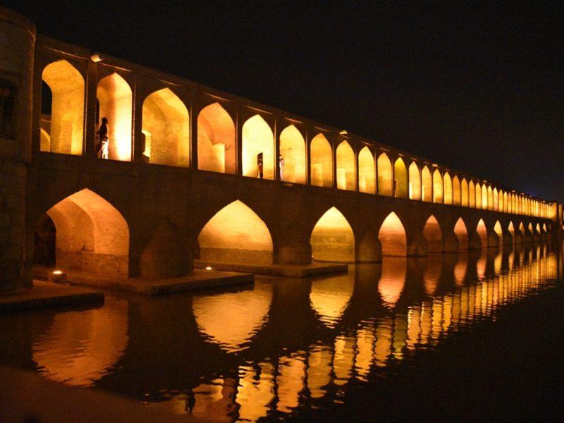 Pol-e Si-o-Seh i Isfahan by night