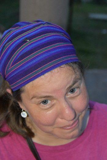 AM med fugleklat på hatten