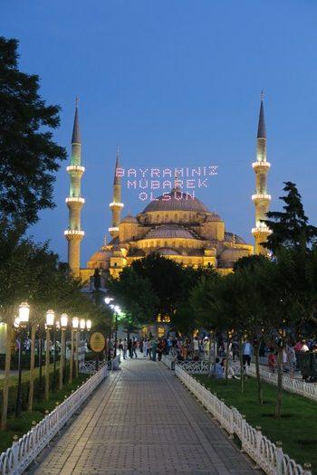 Den flotte blå moske om aftenen
