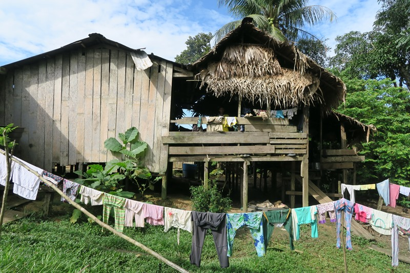 Don Victor og Hans' hus i San Martín, Amazonas, Colombia