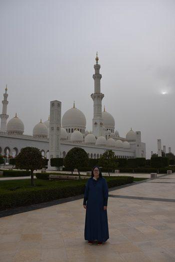 Iført chardor foran Grand Mosque