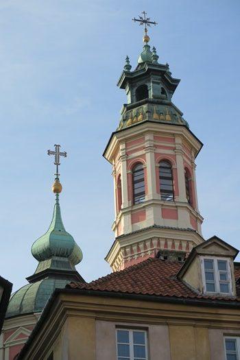 Tårne og spir i den gamle bydel af Warszawa