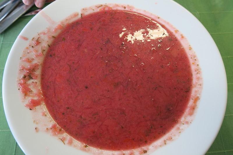 Rødbedesuppe på mælkebar