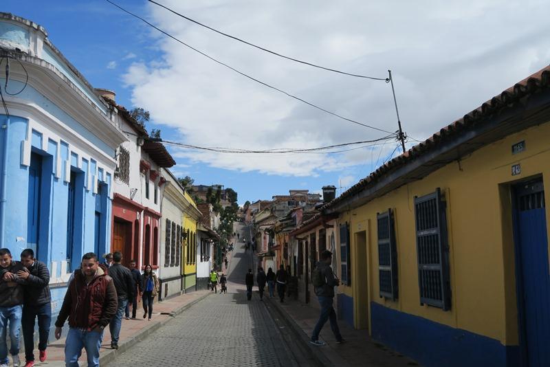 Farverig gade i Bogota, Colombia