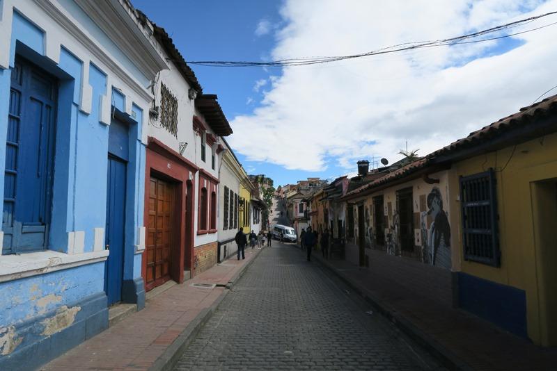Fin gade i det gamle kvarter, Bogota, Colombia