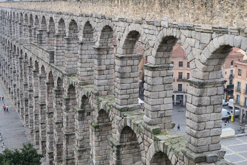 Akvædukten lidt fra oven, Segovia, Spanien