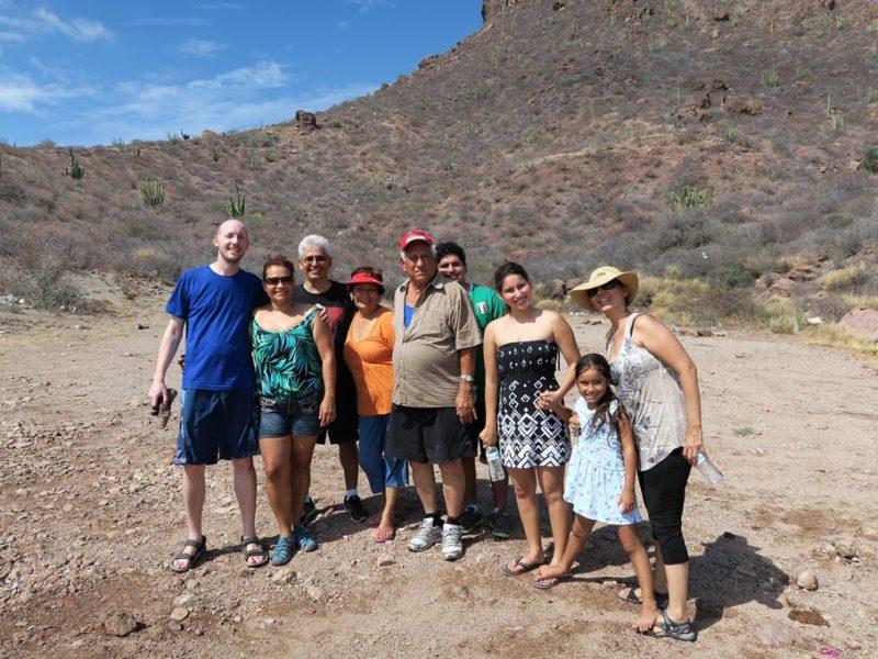 Hele familien på stranden ved Guaymas, Mexico