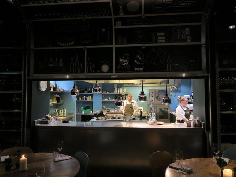 Åbent køkken på Mathallen i Tromsø, Norge