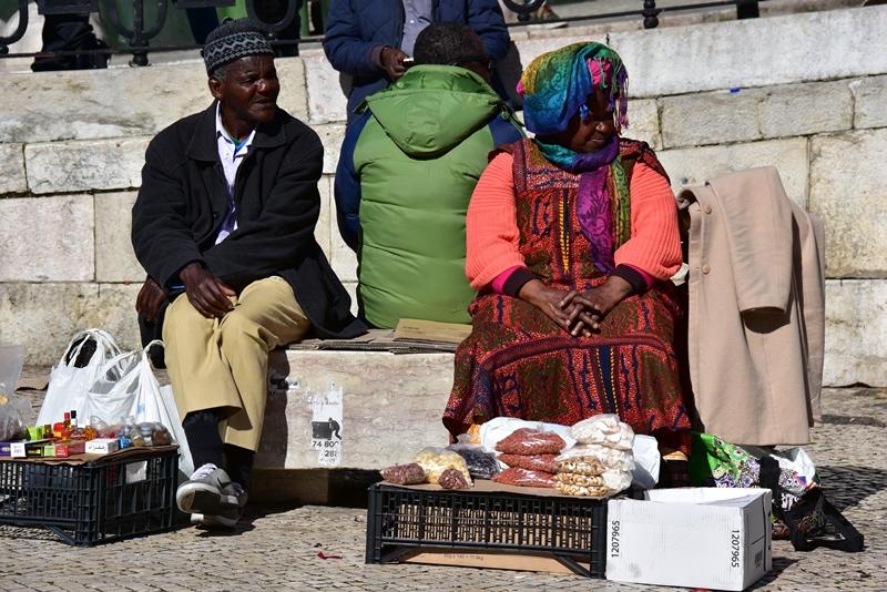 Afrikanske emigranter på en af Lissabons pladser, Portugal