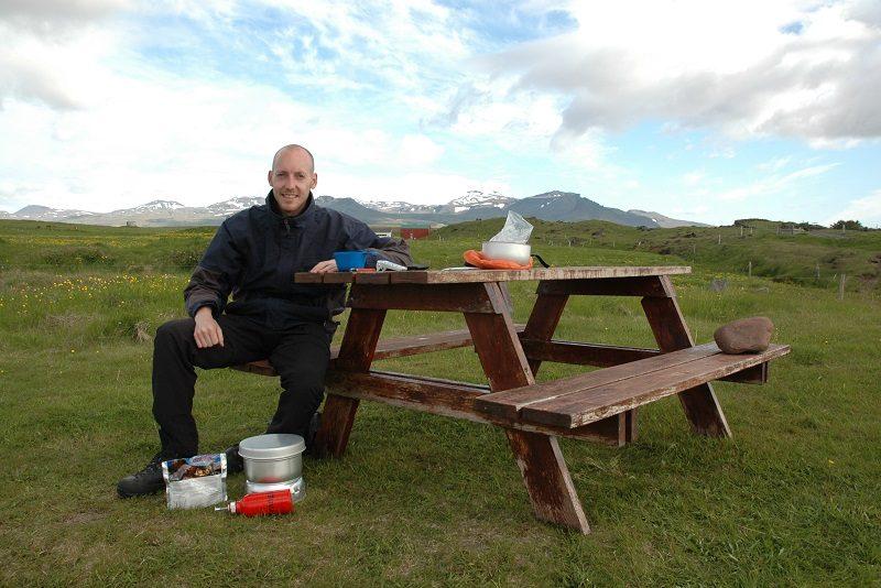 Der laves mad over trangia, Island