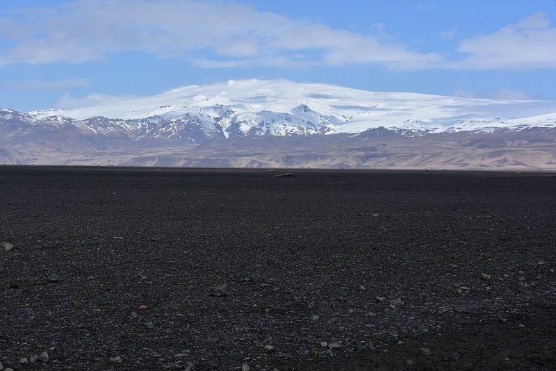 På vej mod flyvraget ved Vik, Island