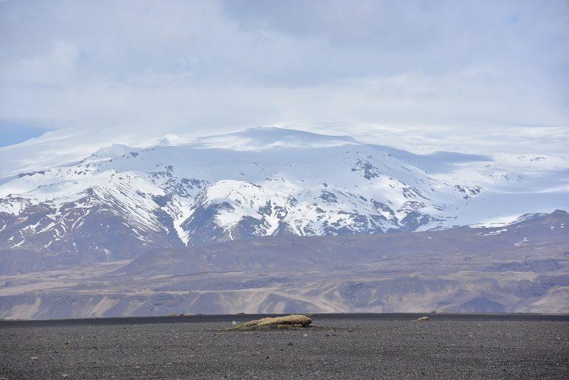 På tilbagevejen fra flyvraget ved Vik, Island