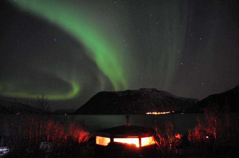 Nordlys ved hytten