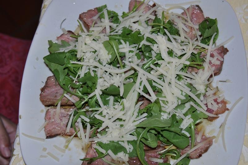 Stegt kalvemørbrad med rucola og parmesan