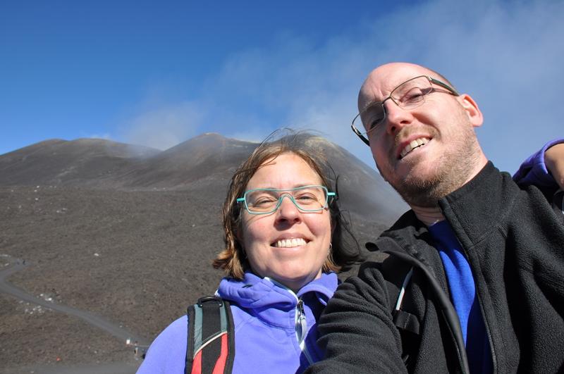 Two Danes On Tour på toppen af Etna
