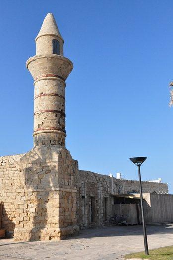 En gammel minaret i Caesarea