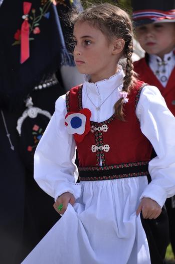 Lille pige i nationaldragt til 17. maj
