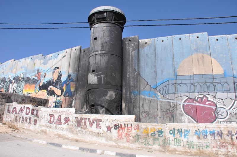 Udbrændt vagttårn i flygtningelejr i Betlehem