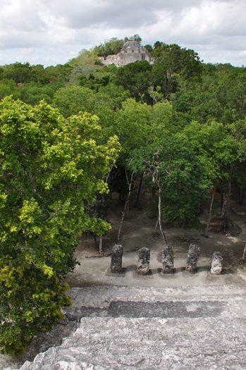Mayaruiner i Calakmul i Mexico