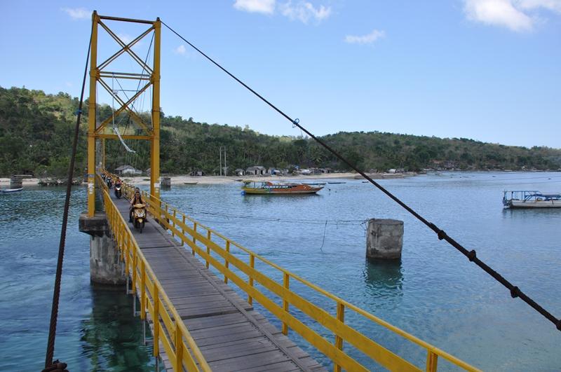 Broen mellem Nusa Penida og Nusa Lembongan