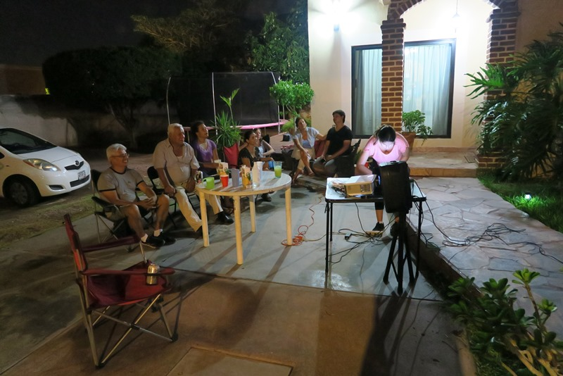 Familiehygge i haven med Karaoke