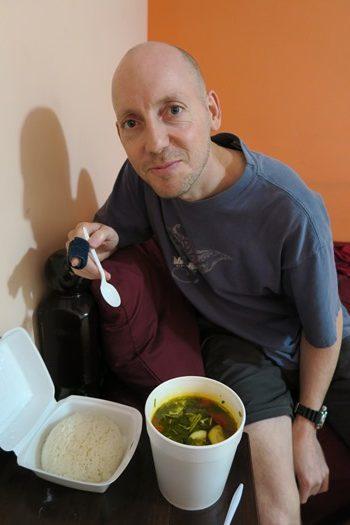 Rasmus syg på Caye Caulker og må spise suppe og ris