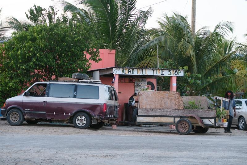 Road Kill Tire Shop i Belize