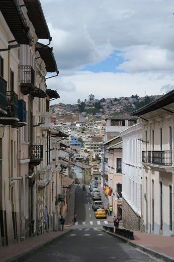 Stejl gade i Quito