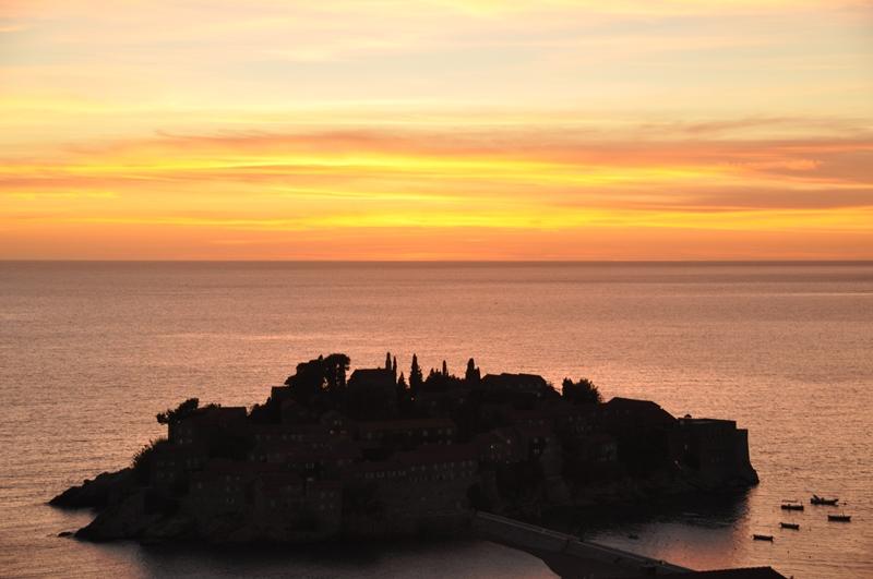 Sveti Stefan i Montenegro ved solnedgang