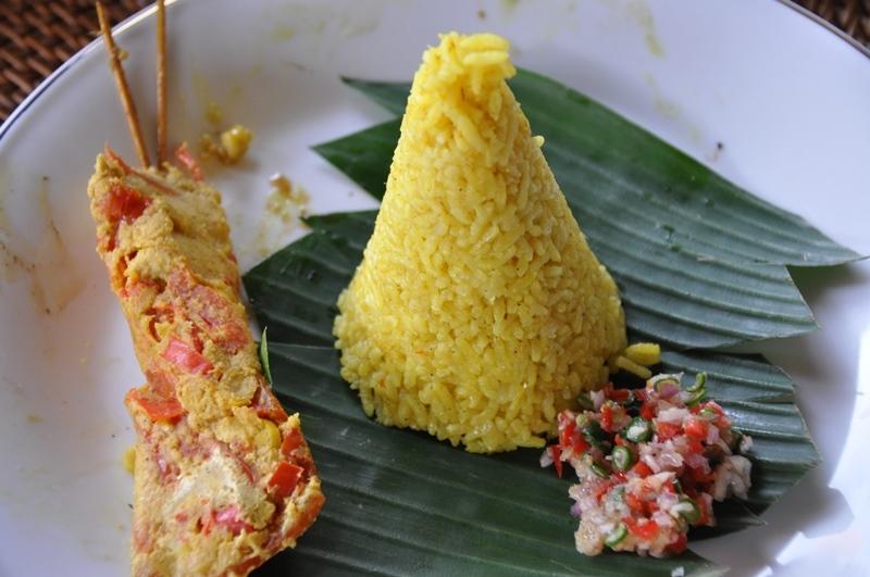 Tun yellow rice og sambal