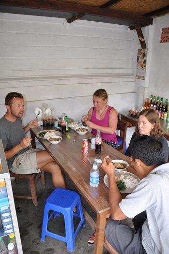 Frokost i en lille restaurant på Bali