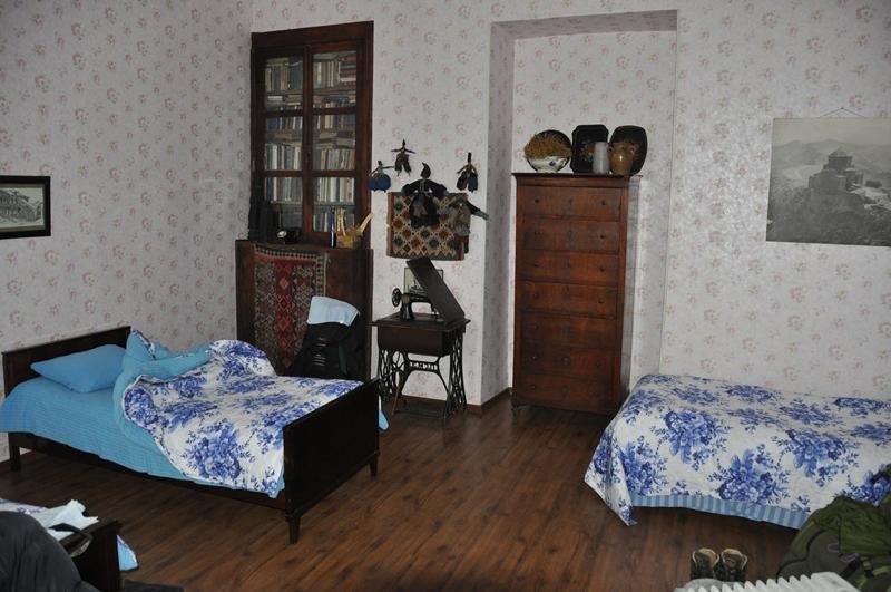 Vores soveværelse på Marinas Guesthouse, Georgien