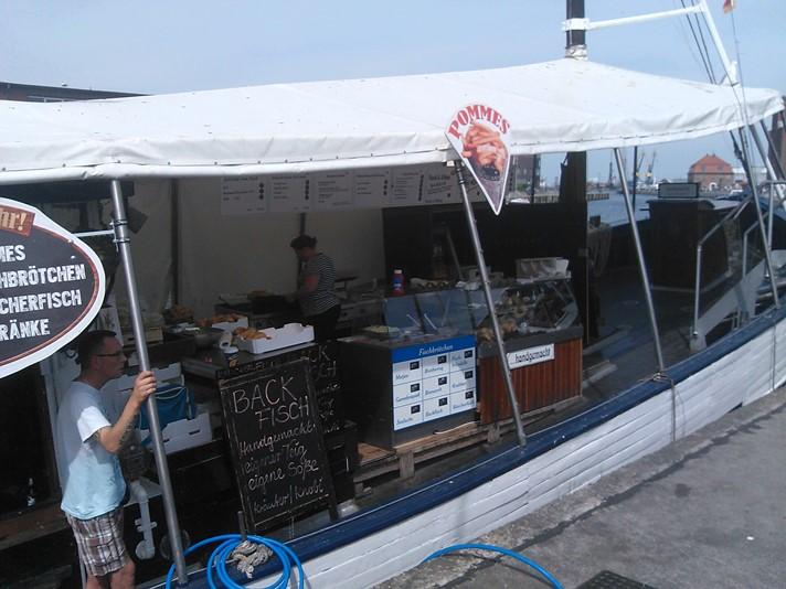 Fiskeudsalg på havnen i Wismar