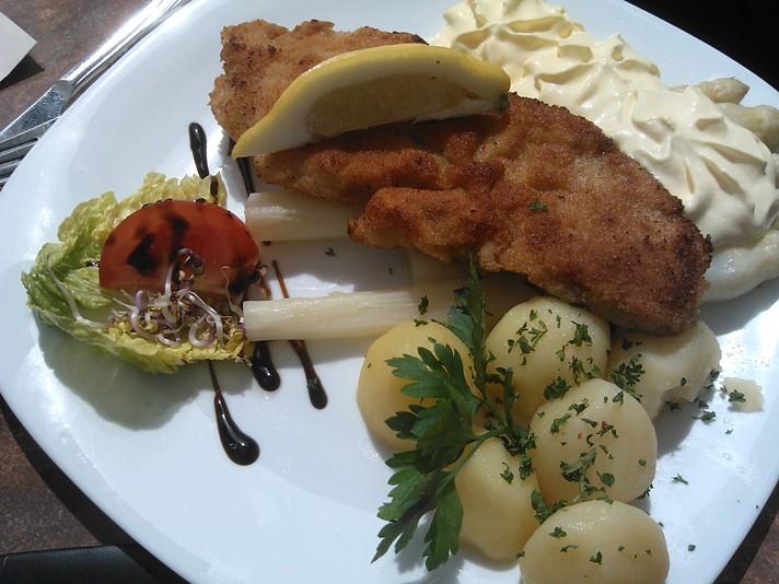 Snitzel og asparges i Wismar