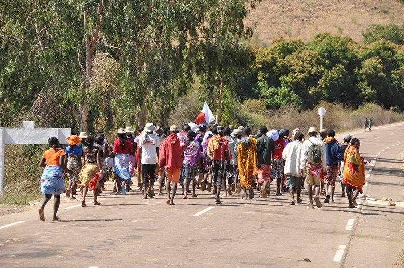 Folkemængde til Famadihana i Madagaskar