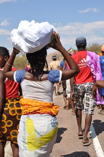 Kvinde til famadihana i Madagaskar