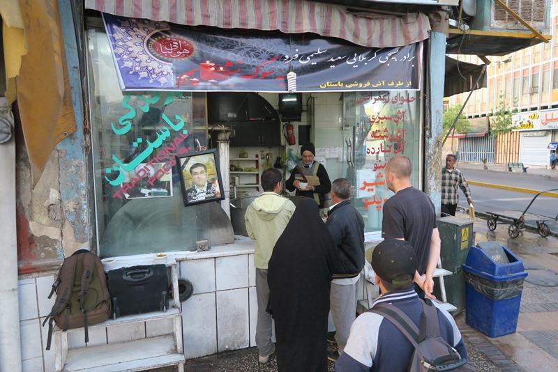 Morgenmadsbod på gadehjørne i Shiraz