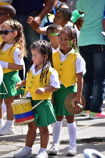 Søde piger i optog, Providencia, Colombia
