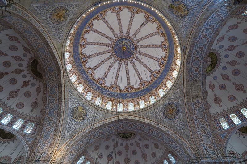 Inde i Den blå moske i Istanbul